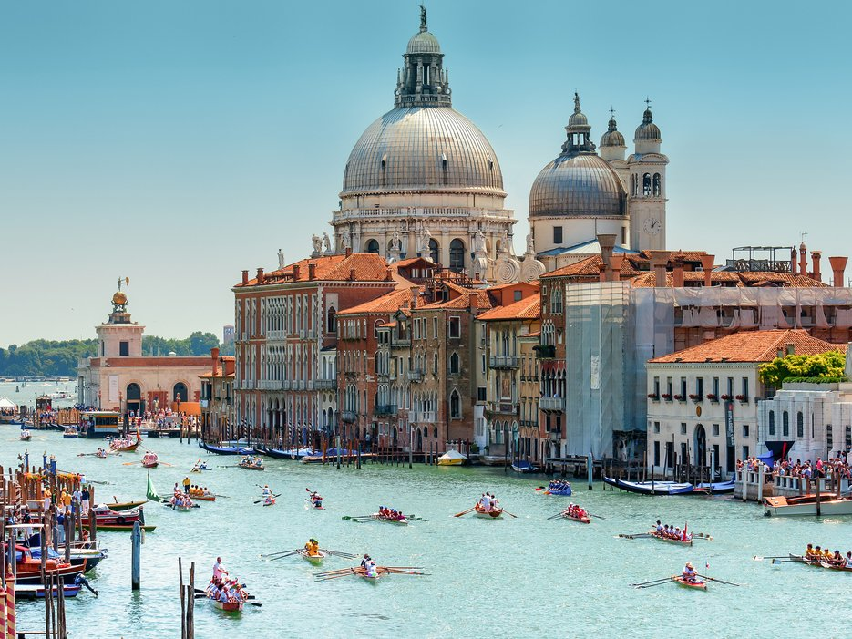 563a7f376f74facb3e9d7d8d_venice-italy-cr-getty