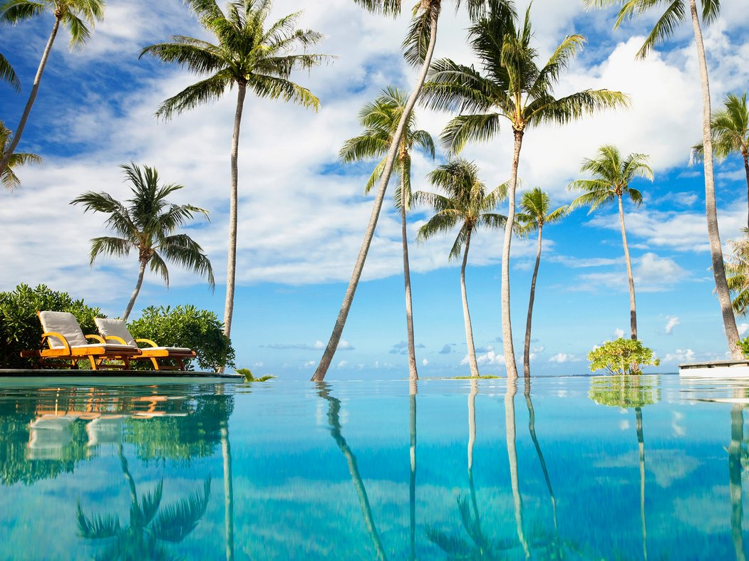 56b521fd33d3bc325eeaab23_tahiti-infinity-pool-cr-getty